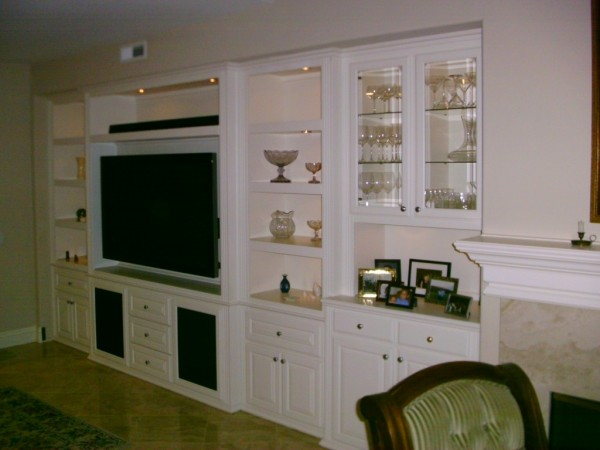 Built in wall unit with display shelving
