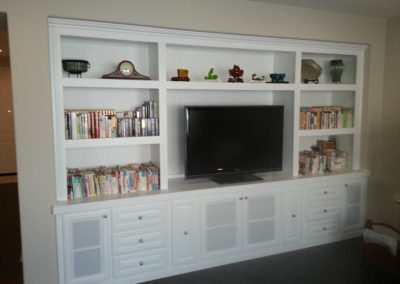 White wall unit with bookcases