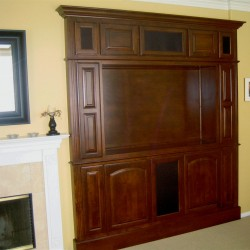 Corona Alcove in Maple with Light fruitwood finish