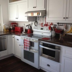 White kitchen cabinets in Mission Viejo